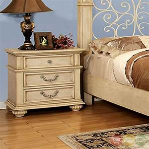 Waldenburg Traditional Antique White Bedroom Set with ...