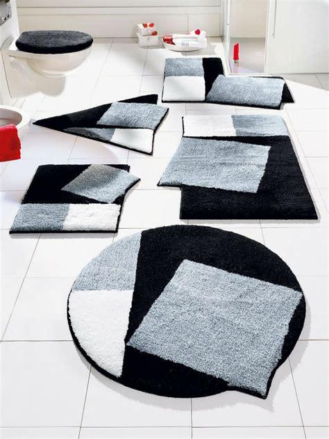 tapis de bain de luxe grund tapis de bain noir et blanc formes originales un vrai parcours dans la salle de bains