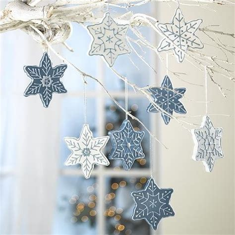 33 Ways To Use Snowflakes For Winter Home Decorating