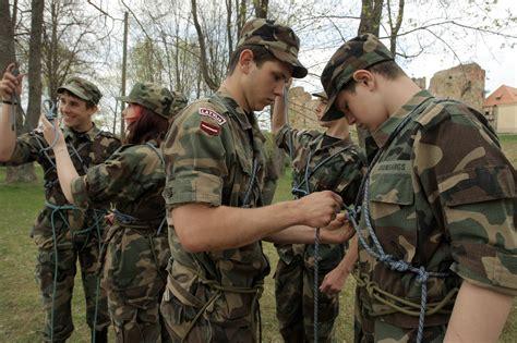 Jaunsargi pulcēsies nometnēs un dosies pārgājienos ...