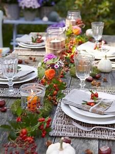 Herbst Dekoration Tisch : tischdekoration mit hagebutten deko dekoration deko und blumen ~ Frokenaadalensverden.com Haus und Dekorationen