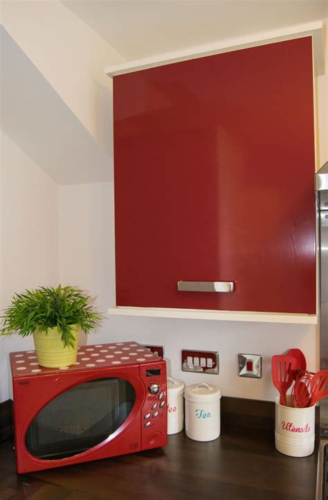 fix glossy red sticky  plastic  bland