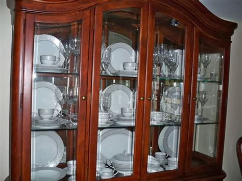 how to arrange a china cabinet best 25 china cabinet decor ideas on hutch