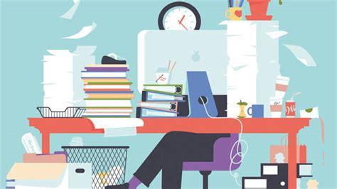 article   clutter   desk eating