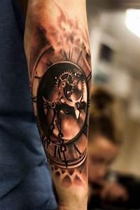 Tatouage Montre A Gousset Avant Bras : 22 superbes id es pour un tatouage d 39 horloge pour une femme ou un homme ~ Carolinahurricanesstore.com Idées de Décoration