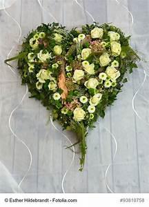 Herz Mit Blumen : herzform mit steckschaum trauergestecke ~ Frokenaadalensverden.com Haus und Dekorationen
