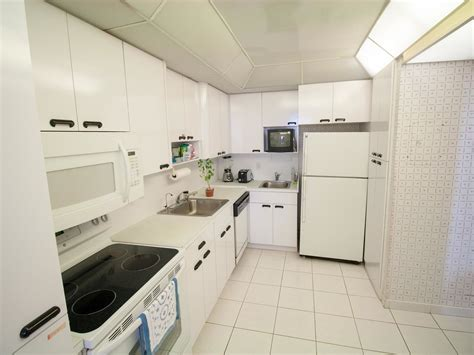 large kitchen sinks listing 1br 1 5ba charmer in tower 41 on miami 7114