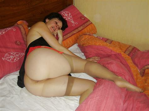 Milf Wearing Tan Stockings And Red Garter In Bed 11 Pics