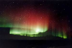 File:Red and green aurora.jpg - Wikimedia Commons