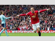 Rooney scores, sent off as Man United holds on to beat
