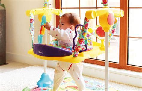 siège sauteur bébé jeu de bébé choisir un trotteur jeu de bébé 13 jeux