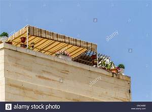 awning stockfotos awning bilder alamy With markise balkon mit rasch tapete brooklyn
