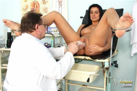 Gyno Doctor Speculum Examines Sandra Campus Black Hair Clinic