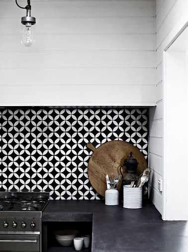 credence cuisine noir et blanc la crédence inspire des idées déco pour la cuisine