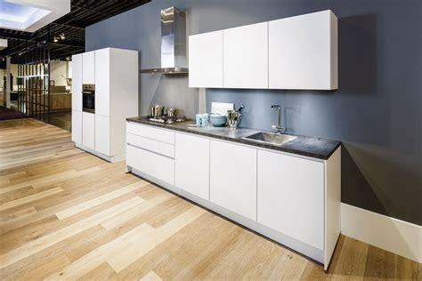 Goedkope Lange Keukens by Moderne Keuken Met Kastenwand Voor Lage Prijs Keukenwereld