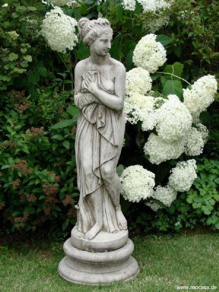gartenfiguren und steinfiguren zur gartendekoration
