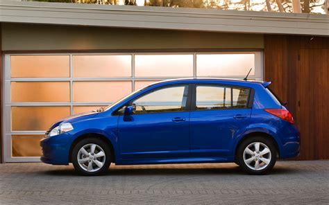 2012 Nissan Versa Hatchback Profile Photo 2