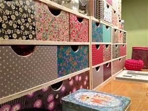 Papier Deco Meuble : relooker un meuble de rangement avec du papier peint ~ Teatrodelosmanantiales.com Idées de Décoration