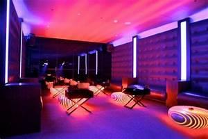 Neon Deco Chambre : tabourets design combinqison de bois et led ~ Teatrodelosmanantiales.com Idées de Décoration