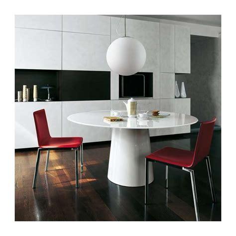 table cuisine verre trempé table ronde design en verre totem sovet 4 pieds