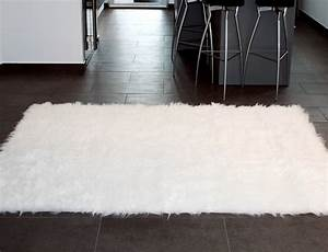 Tapis En Peau De Mouton : tapis rectangle en peau de mouton synth tique blanc ~ Teatrodelosmanantiales.com Idées de Décoration
