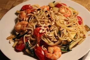 Pasta Mit Garnelen : spaghetti mit garnelen zucchini und minze von lumacone ~ Orissabook.com Haus und Dekorationen