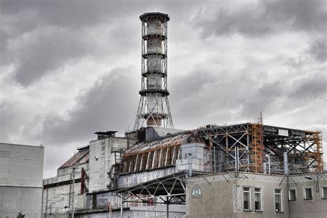 building  tomb   chernobyl disaster  verge