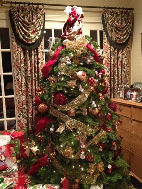 decorate  christmas tree traditional living