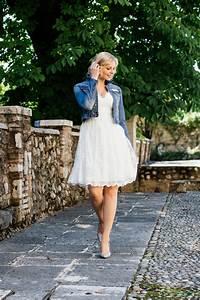 Kleid Mit Jeansjacke : brautkleid knielang aus wundersch ner spitze mit doppeltem v ausschnitt ~ Frokenaadalensverden.com Haus und Dekorationen