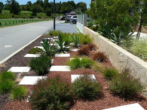 Water-efficient Plantscapes