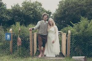 British Couple Dress Up For Lord Of The Rings Wedding