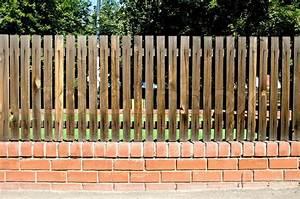 Holzlatten Für Zaun : zaun holzlatten auf die ziegel stockfoto colourbox ~ Orissabook.com Haus und Dekorationen
