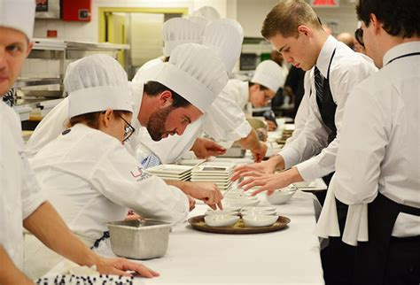 salaire chef de cuisine suisse comment devenir cuisinier formation salaire et débouchés