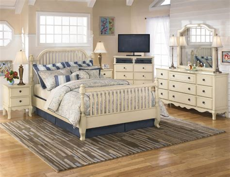 Country Style Bedrooms by Country Cottage Style Bedrooms