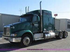 2000 International 9400i Semi Truck