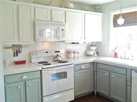 White Ceramic Kitchen Backsplash For Simple And Small