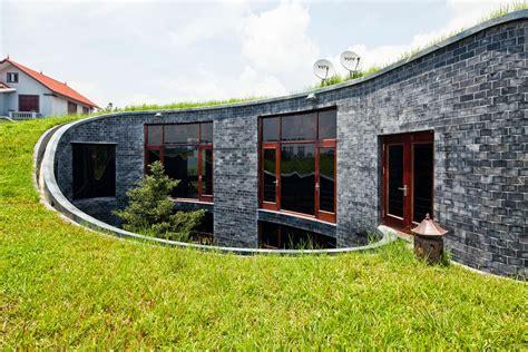 Stein Auf Stein Fertighaus by House With Grass Roof And Central Garden Modern