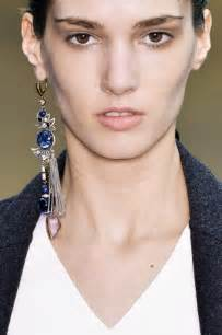 earing model when only one will do single earring trend jewels du jour