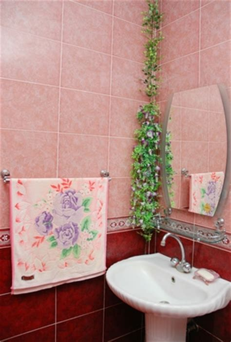 How To Fix Loose Bathroom Tiles Homesteady