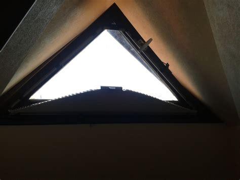 rideau occultant pour fenetre en triangle