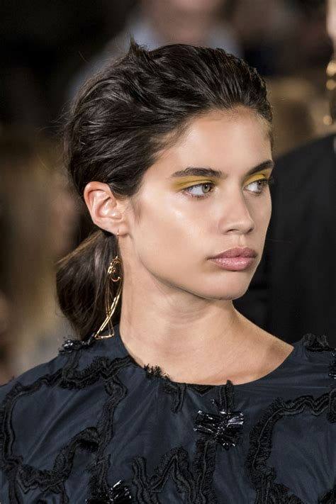15 Celebrity-Approved Ways to Pull Off Yellow Eyeshadow ...