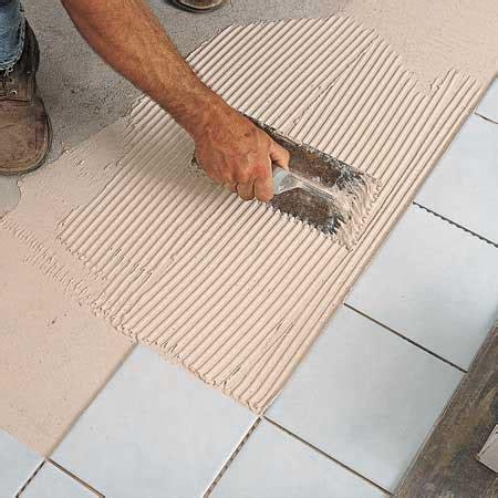 como colocar  piso de baldosas ceramicas en el bano