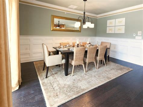Luxurious Dining Table With Round Table And Six Piece
