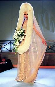 20 worst wedding dresses of all time welovedates With worst wedding dresses