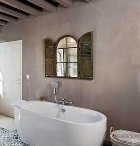 relooker sa salle de bain avec du beton mineral c39est top deco With enduit mural salle de bain