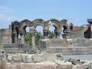 Catedral de Zvartnots - Wikipedia, la enciclopedia libre  Zvartnots