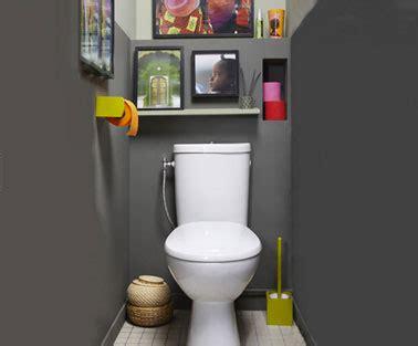 idee deco toilette en gris couleur peinture wc gris anthracite papier toilette couleur vert