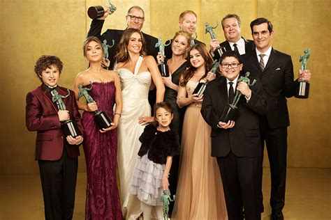 shows like modern family 10 reasons why you should be modern family quirkybyte
