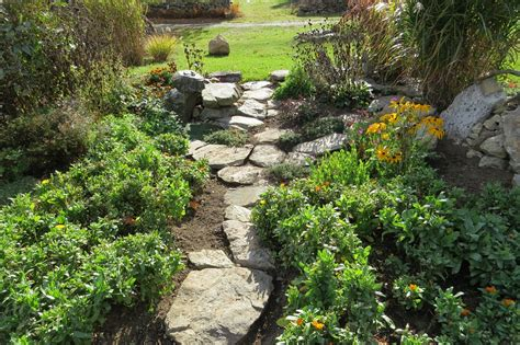 garden path stones 5 amazing garden stone path ideas