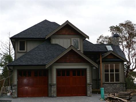house color schemes black roof like the mid tone house color with accent around